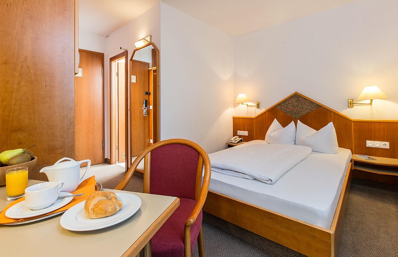 standard zimmer franz sisch hotel kapuzinerhof. Black Bedroom Furniture Sets. Home Design Ideas